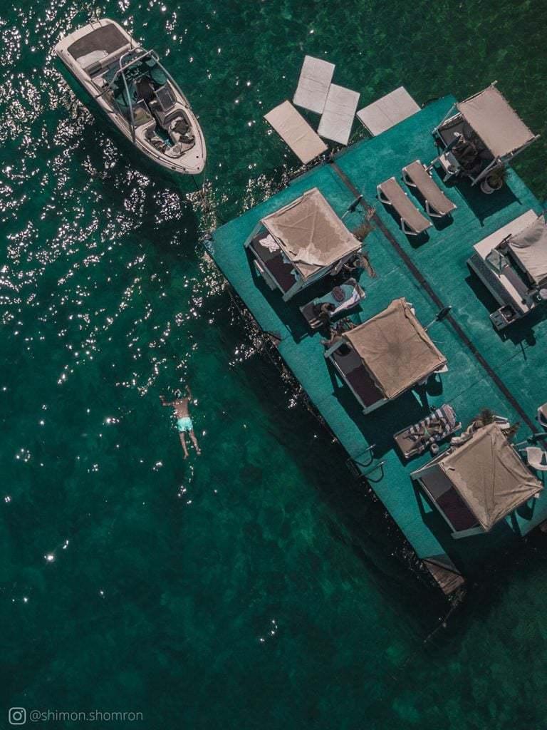 חוף מוש בפינה אסטרטגית מבחינת היתרי הטסת רחפן - בין האסור של הגבול, לבין האסור של שדה התעופה - אחלה פינה לעלות ממנה רחפן ולטייל בחופים צמודים